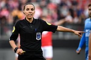 Stephanie Frappart ជាអាជ្ញាកណ្ដាលស្ត្រីទី១ កាត់ក្ដីឱ្យការប្រកួតបាល់ទាត់ពានរង្វាន់ UEFA Champions League